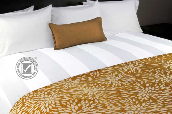JDT Worldwide - Chenille Fading Mums Gold White Runner