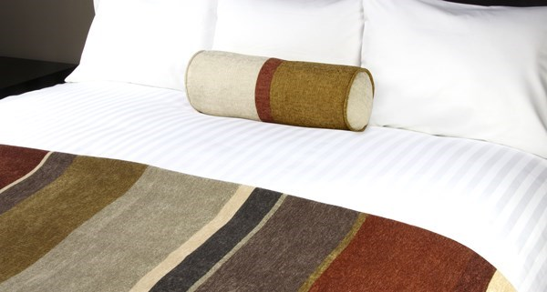 JDT Worldwide - Chenille Stripe Verano Bed Runner